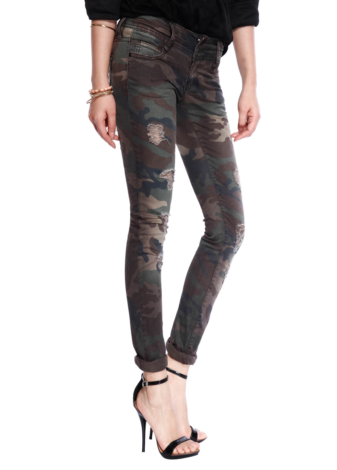 One style of women's skinny jeans that's always recommended are black skinny jeans. Timeless and flattering, our black skinny jeans are the perfect choice when you want to look chic. We have black skinny jeans available in a range of rises, from super high rise to low rise. On the other end of the spectrum, we also carry white skinny jeans.